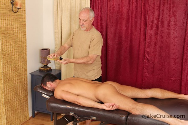 nudeMaleMassage